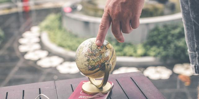 globe class=